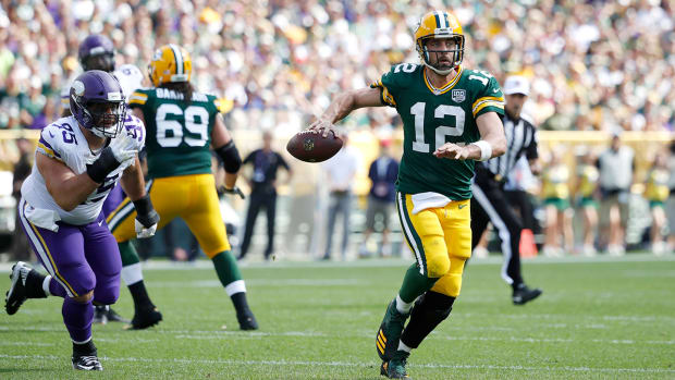 aaron-rodgers-knee.jpg