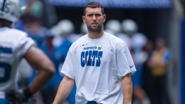 Andrew Luck Still Not Throwing Footballs, but Colts Plan On QB to Be Ready for Training Camp - IMAGE