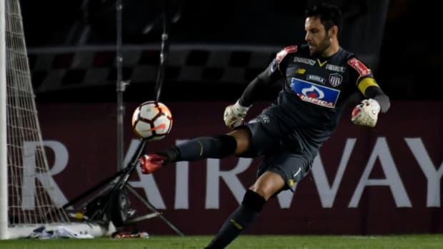independiente-santa-fe-v-junior-copa-conmebol-sudamericana-2018-5bf777f56b6cd2dbda000001.jpg