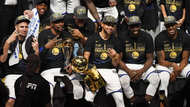 golden-state-warriors-nba-finals-team-shot.jpg