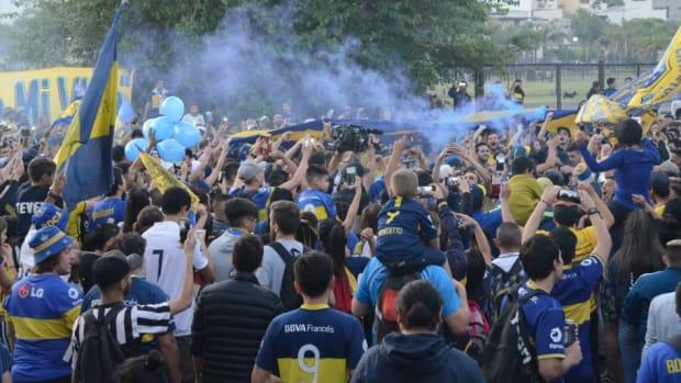 fans-bid-farewell-to-boca-juniors-5c07efa6f2cf1b6901000001.jpg