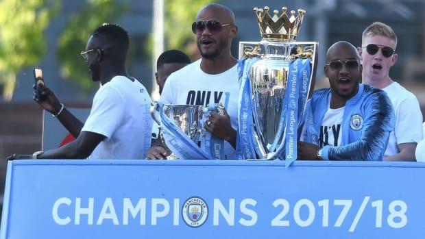 fbl-eng-pr-man-city-trophy-parade-5b290c6c347a021228000005.jpg