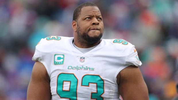 Jets Rescind Contract Offer to Ndamukong Suh--IMAGE