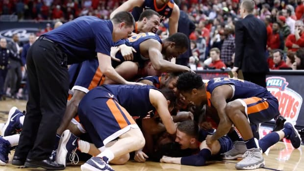 No. 1 Virginia Defeats Louisville, Erases Four-Point Deficit With Less Than One Second Left--IMAGE