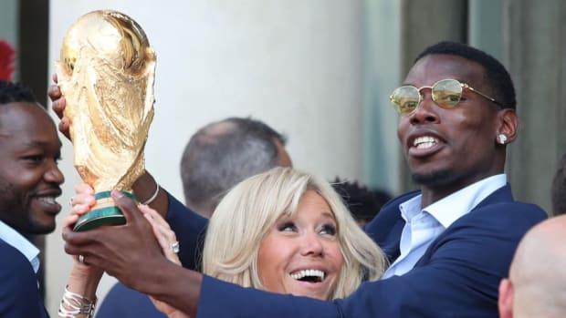 french-president-emmanuel-macron-receives-the-france-football-team-at-elysee-palace-5b4db1e2f7b09de842000006.jpg