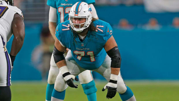 Dolphins Guard Josh Sitton Out For Season With Shoulder Injury--IMAGE