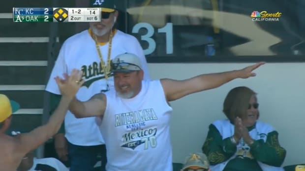monday-hot-clicks-oakland-athletics-fan-foul-ball-catch-video.png