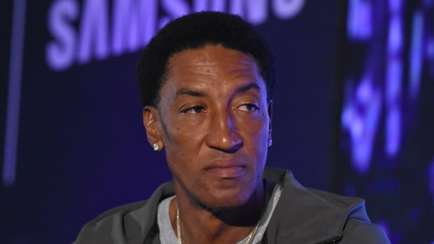 scottie-pippen-sue-comedian.jpg