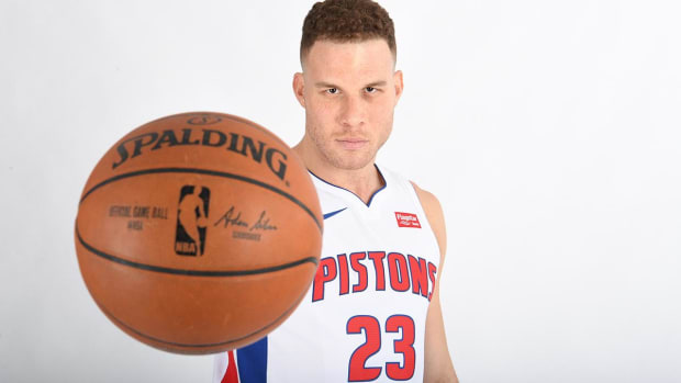Blake Griffin Says He Found Out About Blockbuster Trade to Pistons on Twitter - IMAGE