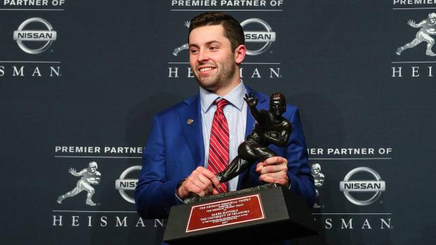 how-heavy-is-heisman-trophy.jpg