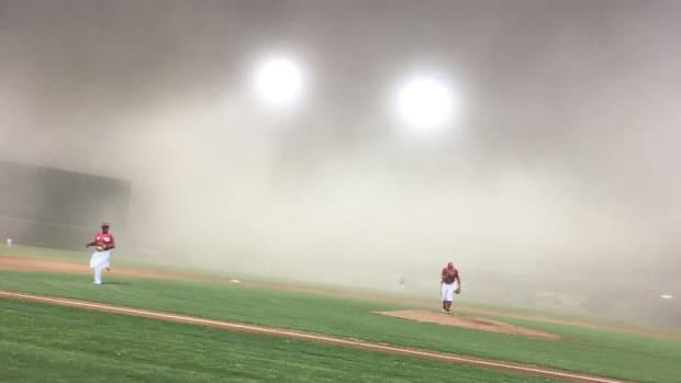 thursday-hot-clicks-arizona-baseball-game-dust-storm-video.jpg