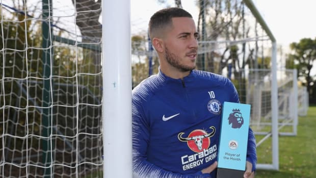 eden-hazard-wins-the-ea-sports-player-of-the-month-award-september-2018-5bc8a6d93bf4c9b050000011.jpg