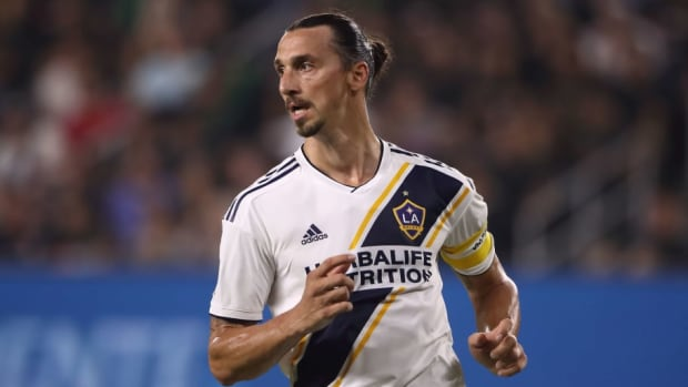 los-angeles-fc-v-la-galaxy-mls-5ba8d338e0f8801556000016.jpg