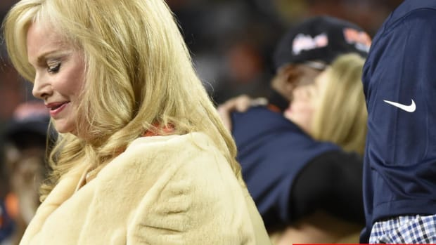 Wife Of Broncos Owner Pat Bowlen Diagnosed With Alzheimer's - IMAGE