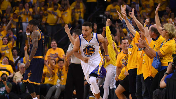 stephen-curry-made-shot-crowd.jpg