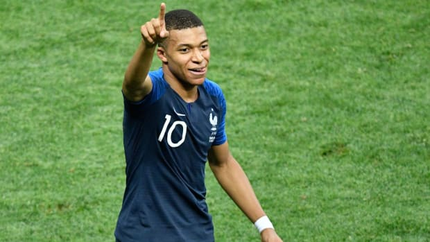 kylian-mbappe-young-player-award.jpg