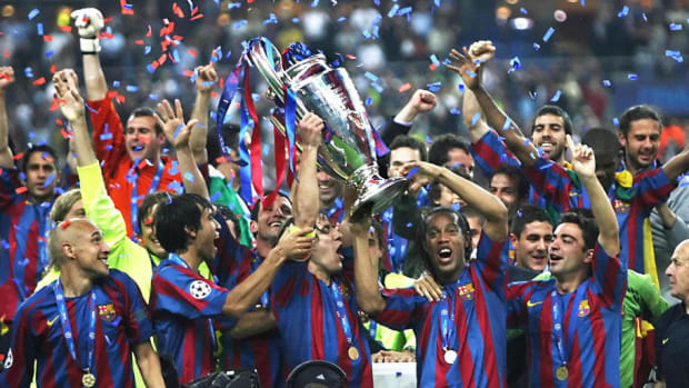 barcelona-s-players-celebrate-with-the-t-5af43bc1f7b09d3ba3000002.jpg