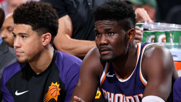 Report: Deandre Ayton and Devin Booker 'Exchanged Words' After Suns' Lopsided Loss vs. Blazers - IMAGE
