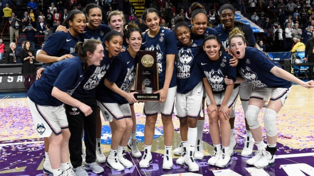 Four No. 1 Seeds Make Women's Final Four: UConn, Notre Dame, Louisville and Mississippi State - IMAGE