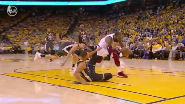 lebron-james-stephen-curry-foul.png
