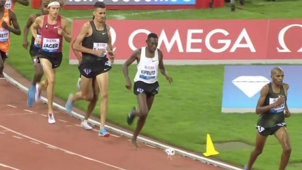 conseslus-kipruto-wins-3000m-steeplechase-shoeless.png