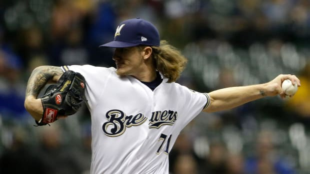 josh-hader-receives-standing-ovation.jpg
