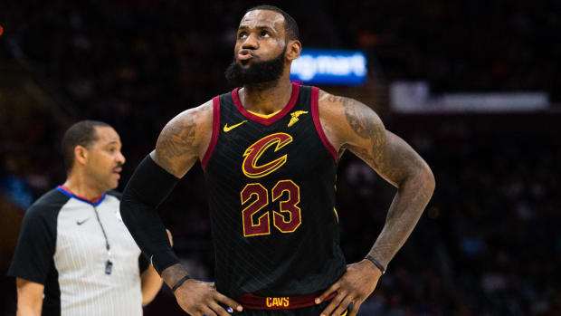 New York Billboard Asks LeBron James to Become 'King of New York' With the Knicks