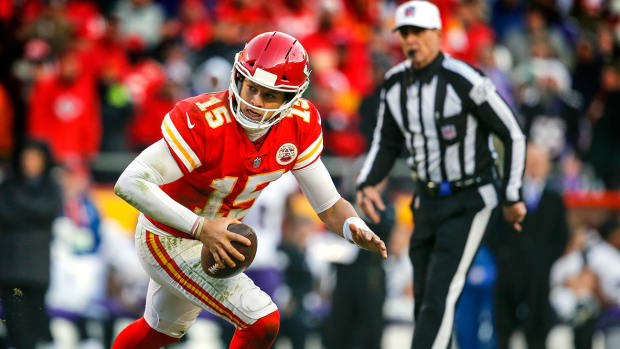 mahomes-chiefs-chargers-tnf.jpg