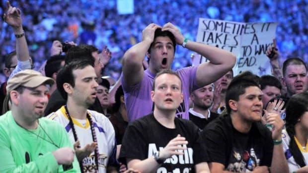 wrestlemania-monday-night-raw-crowds.jpg