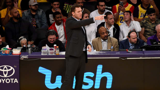 luke-walton-lakers-rips-refs.jpg