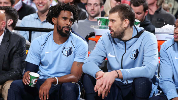 marc-gasol-mike-conley-grizzlies-st-jude.jpg