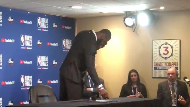 lebron-james-leaves-press-conference.jpg