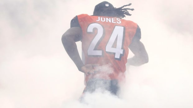 Report: Atlanta Airport Employee Arrested After Fight With Adam 'Pacman' Jones  - IMAGE