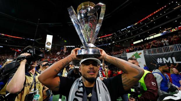 josef-martinez-mls-cup-trophy-atlanta.jpg