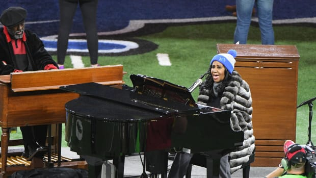 aretha-franklin-national-anthem-performances.jpg