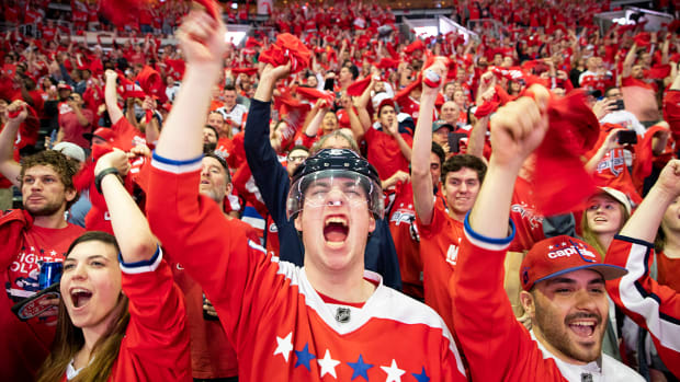 fans-stanley-cup-parade-capitals-win.jpg