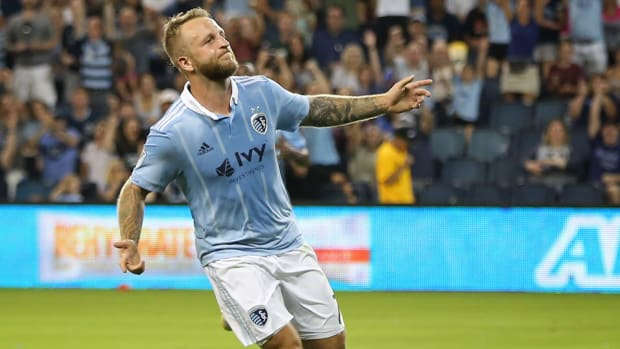 johnny_russell_wheels_off_in_celebration.jpg
