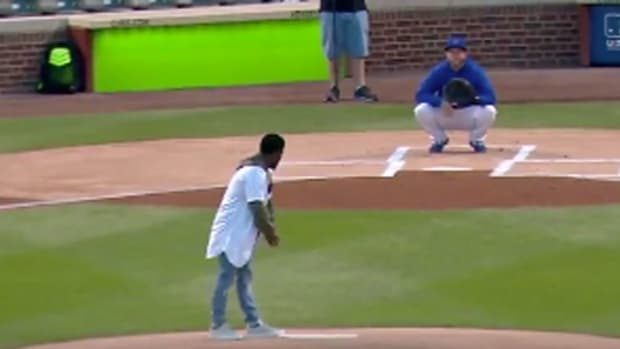 kevin-hart-cubs-first-pitch.jpg