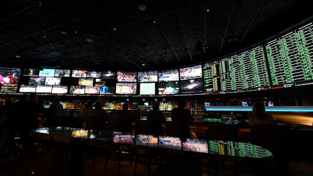 super-bowl-gambling-money-bet-total.jpg