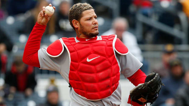 Cardinals' Yadier Molina Out One Month After Surgery--IMAGE