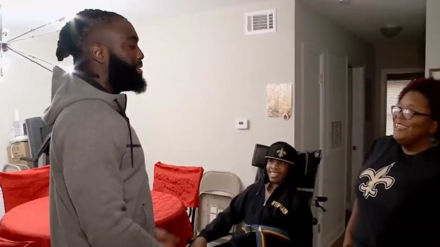 Saints Linebacker Demario Davis Gives Wheelchair-Accessible Van to Family in Need - IMAGE