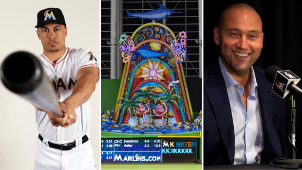 marlins-home-run-sculpture-derek-jeter-giancarlo-stanton.jpg