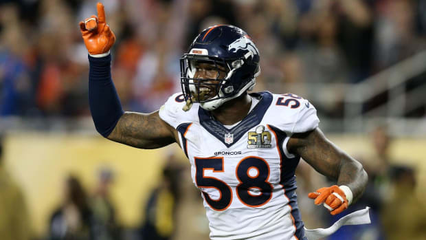 Von Miller agrees to new deal with Broncos -- IMAGE