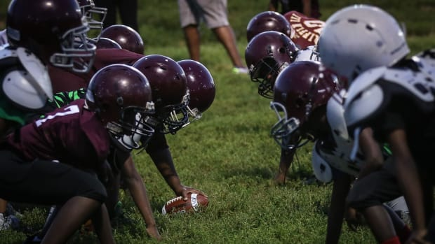 illinois-youth-football-law-concussions.jpg