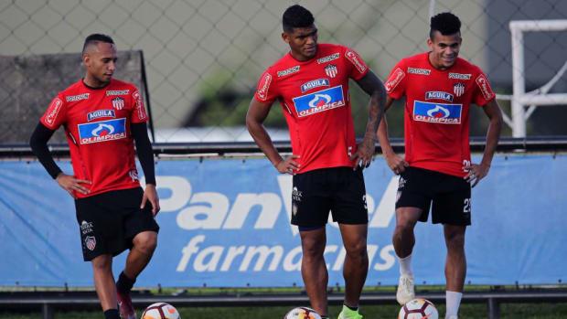 fbl-sudamericana-junior-training-5c1093d58bf2d53f4f000001.jpg