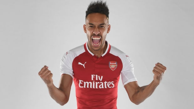aubameyang-signs-arsenal.jpg