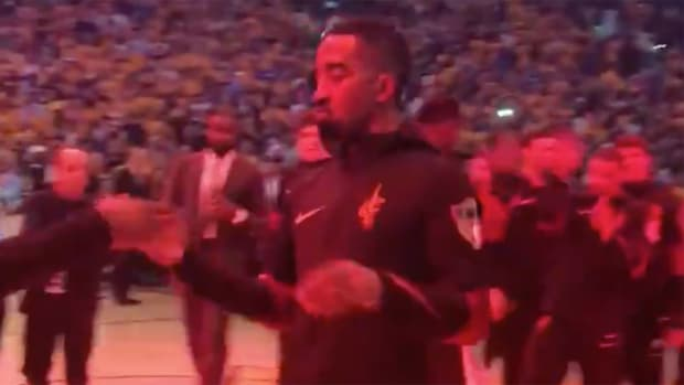 jr-smith-standing-ovation-warriors-pregame.png