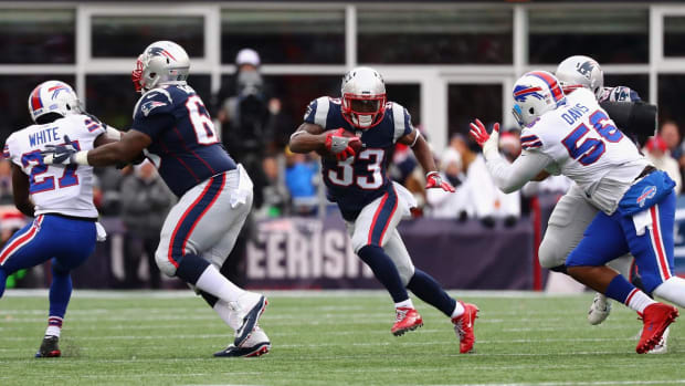 Report: Titans to Sign Former Patriots RB Dion Lewis to Four-Year Deal  - IMAGE