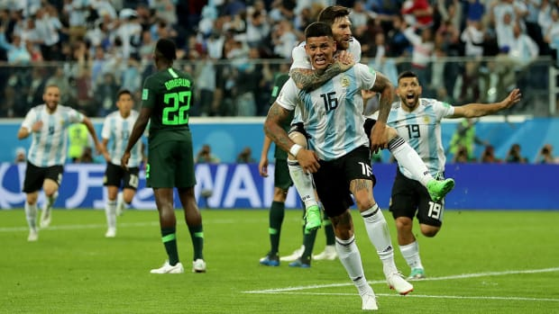 argentina-rojo-messi-aguero-win-nigeria.jpg