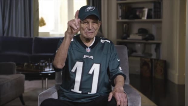 99-Year-Old Eagles Fan Ready for NFC Championship Game - IMAGE